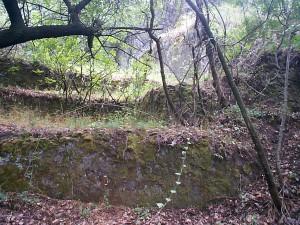 A Szamárhegy oldalában található hévizes fürdő fürdőháza és medence teraszai.