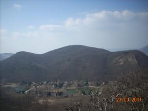 A hármashalom a Hideglelős Kereszt felől Esztergom felé nézve.